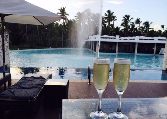 Catalonia Royal Bavaro: Our lovely View of Cata tapa, The Lake and Fountain