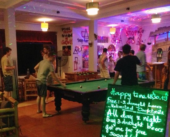 Green Field Hotel: great bar, cheap beer