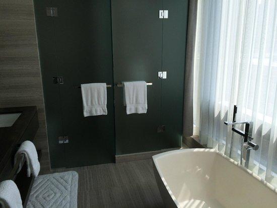 Four Seasons Hotel Toronto : Gorgeous bathroom