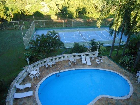 Vista da piscina e quadra picture of hotel mansao dos for Piscina haas e boa