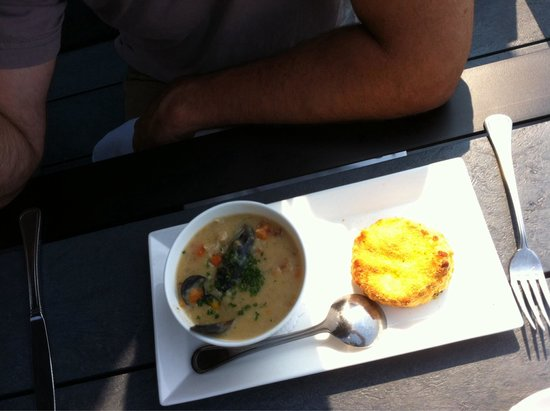 Lakeside Dining Room : Clam chowder and a cheese biscuit