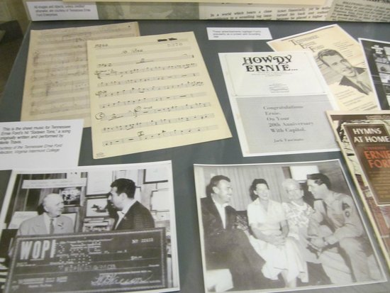 Birthplace of Country Music Museum : Tennessee Ernie Ford display