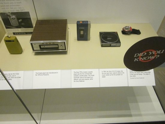 Birthplace of Country Music Museum : display of changing technology