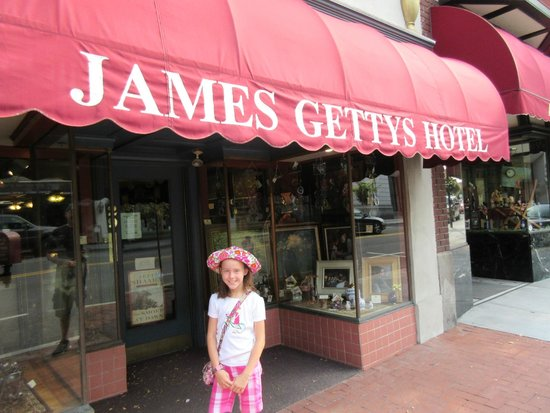 James Gettys Hotel: Front of the Hotel
