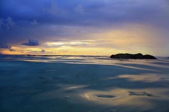 Castaway Resort: Just off the beach