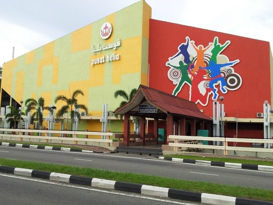 Pusat Belia Youth Hostel: i took this picture from the opposite of this building