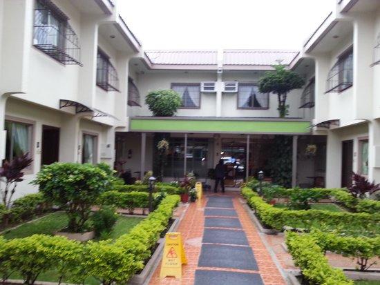 Baguio Holiday Villas: Units
