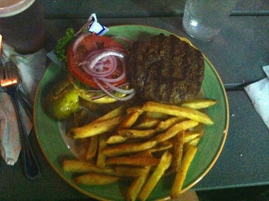 Snook Inn : hamburger and fries