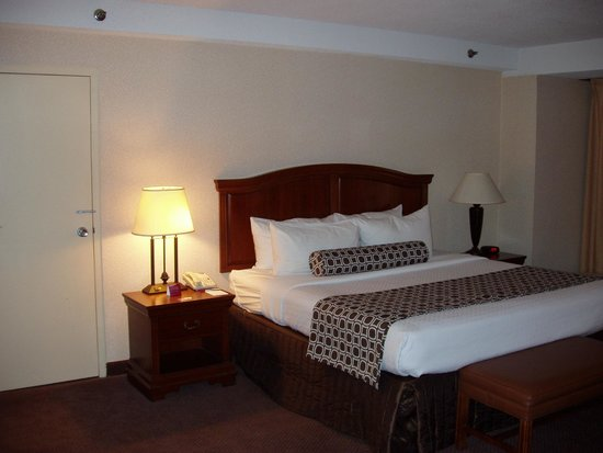 City Place St. Louis Downtown Hotel: King Suite