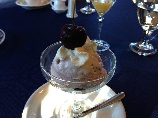 Courthouse Inn Revelstoke: Breakfast Dessert!