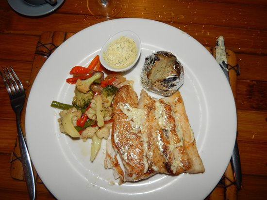 Clandestino Beach Resort: Sea Bass with dill sauce.