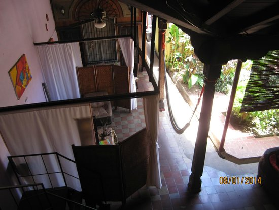 Hostal El Momento: View of sitting area from private room