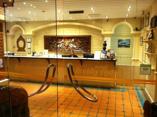Buddy Lodge Hotel : Front desk