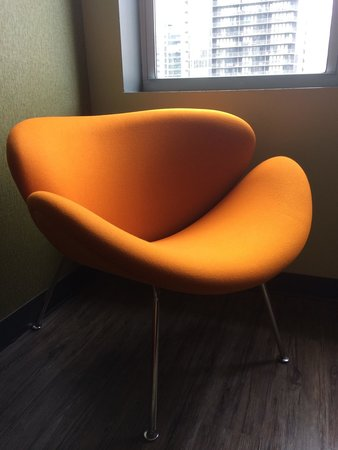 ACME Hotel Company Chicago: Rm 1402 retro chair in living room (notice the wood floors)