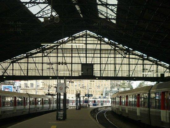Gare St. Lazare: Similar perspectiva de la estación aparecida en la famosa pintura de Claude Monet.