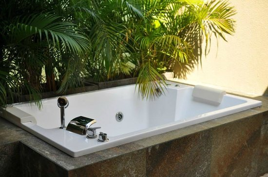 Kanishka Villas: The Jacuzzi