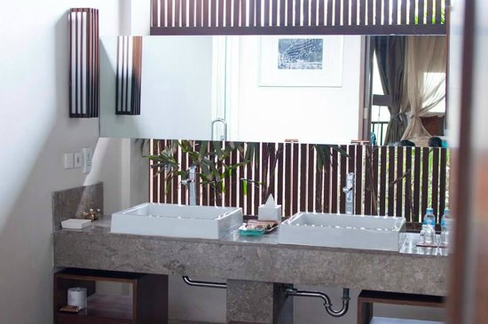 Kanishka Villas: Clean Bathroom