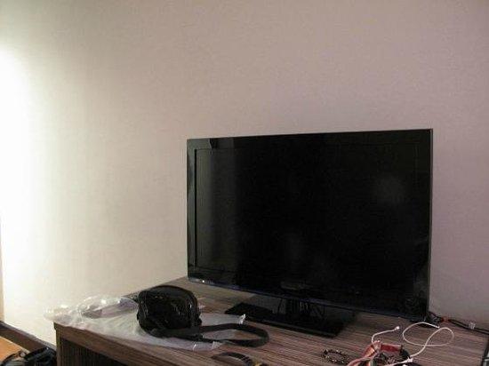 Swiss-Garden Beach Resort Kuantan: the LCD TV in the room