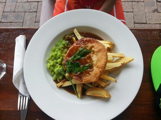 Chilli Jam Cafe: Pie, chips and mushy peas ...yummy!