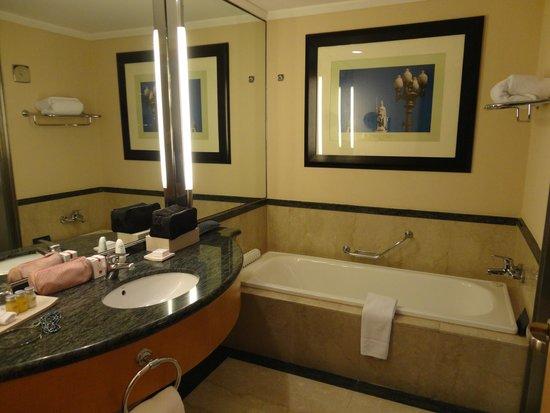 Hilton Buenos Aires: Banheiro