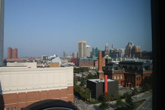 Homewood Suites by Hilton Baltimore: You can see Camden Yards and the WTC from a few 10th floor rooms