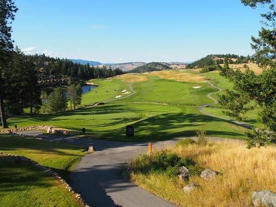 Predator Ridge Golf Resort: 18th hole of Ridge Course from Grill