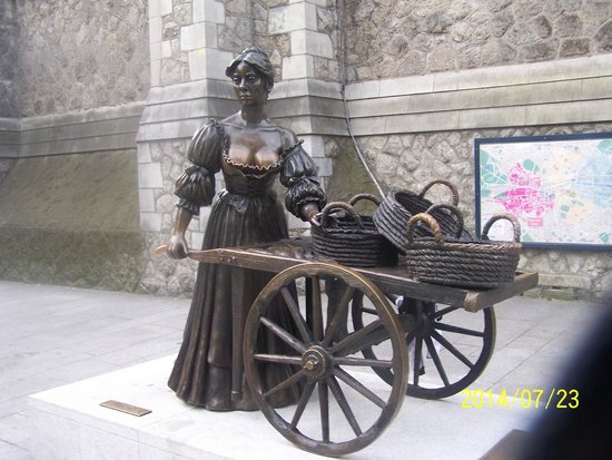 Brooks Hotel: Molly Malone Statue