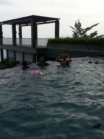 Aston Balikpapan Hotel & Residence: Aston Balikpapan pool