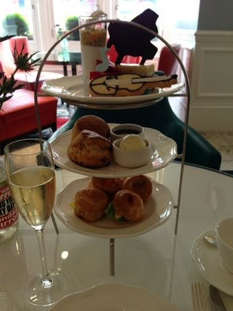 The Ampersand Hotel: Delicious afternoon tea in The Drawing Room.