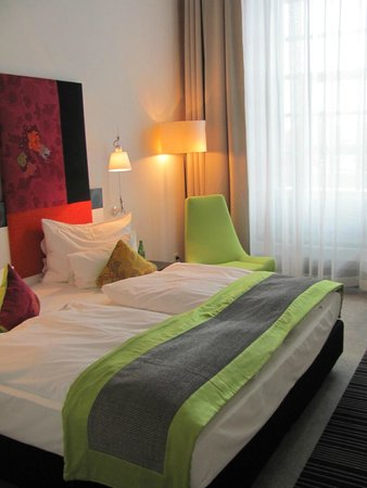 Vienna House Andel's Lodz: It was a good sized room and maybe had too much furniture for its size but it wasn't crowded