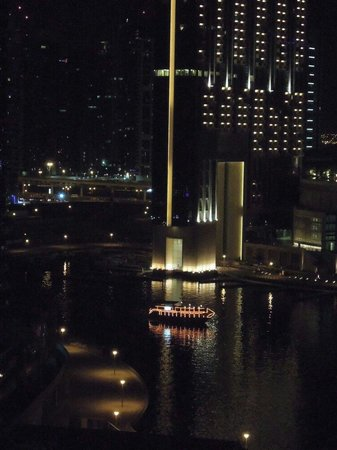 Hilton Dubai Jumeirah Resort: Night view from room