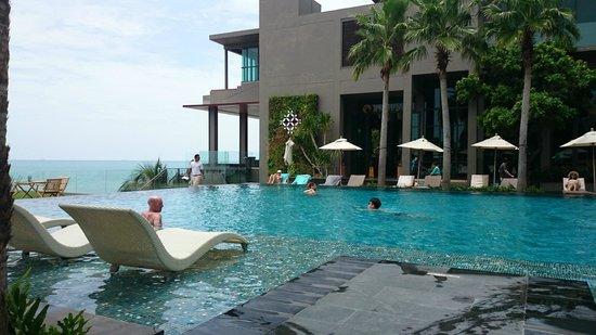 Cape Dara Resort : main pool