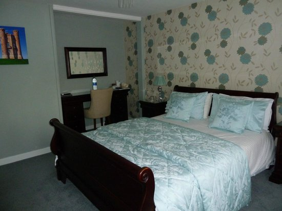 Holly House B&B: Well Equipped Rooms