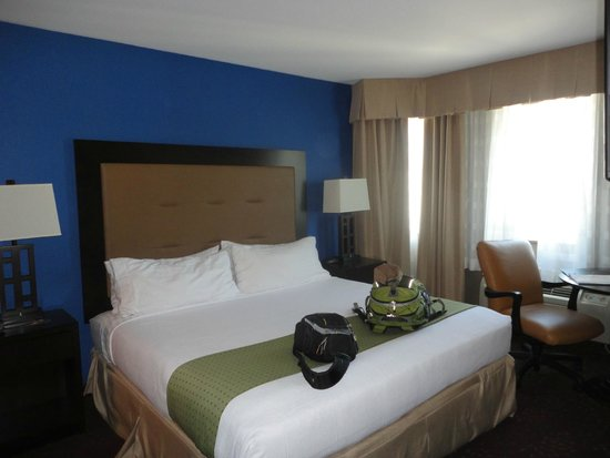 Holiday Inn Seattle Downtown: King size bed