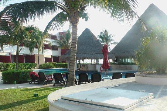 Temptation Resort Spa Cancun: Quiet Pool