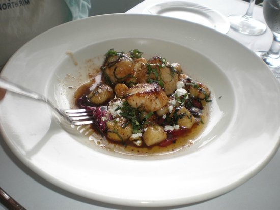 The Homestead Restaurant: Scallops...fresh, large, and tasty