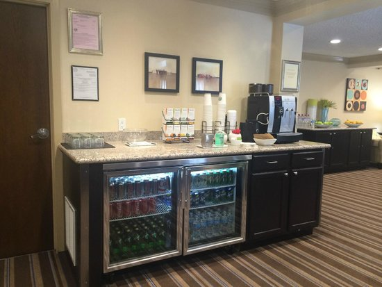 Sheraton Sunnyvale: Club Lounge-refreshment center