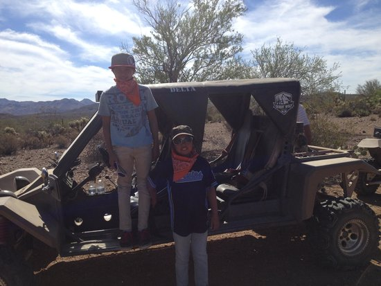 Desert Wolf Tours: Kids posing by the Tomcar