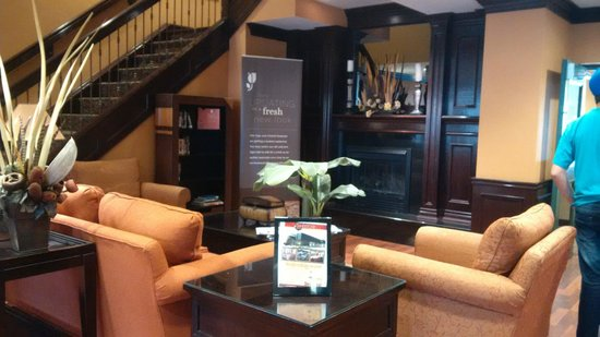 Country Inn & Suites By Carlson, Niagara Falls, ON: Loby del hotel