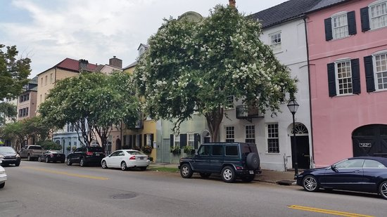 21 East Battery Bed and Breakfast : Streetscape down the road in town