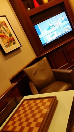 Club Quarters Hotel in Boston: Downstairs guest lounge with tv, games and coffee etc. Club Quarters Boston  |  161 Devonshire S