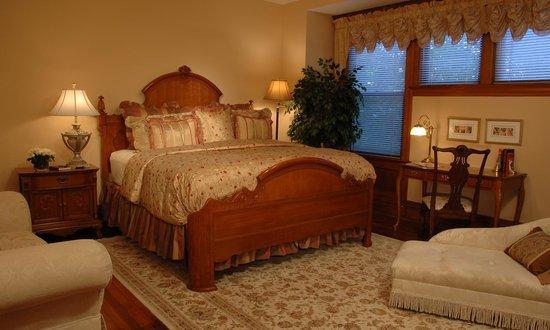 Fleur-De-Lys Mansion : The Tower Grove Park Room