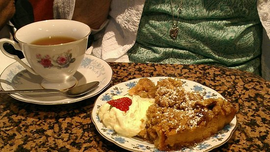 Queen of Tarts: Loved the old plates and tea cups.