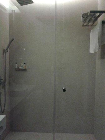 Astoria Boracay: shower area