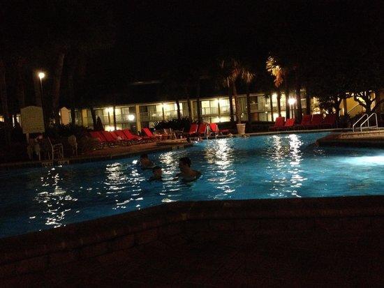 Wyndham Orlando Resort International Drive: Night swimming!