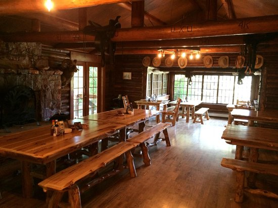 The Historic UXU Ranch: Dining area