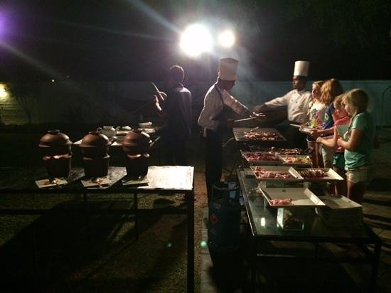 Pigeon Island Beach Resort: bbq dinner
