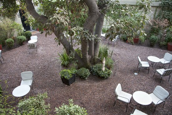 Le Reve Hotel Boutique: View of courtyard from room