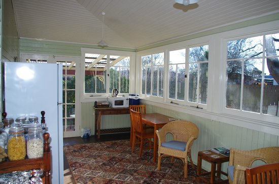 Colonial Cottages of Ross: Breakfast area