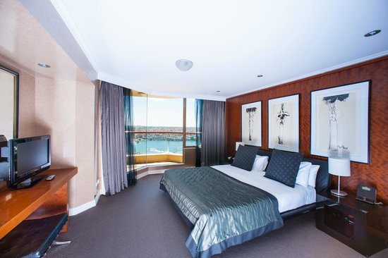 Quay West Suites Sydney One Bedroom Deluxe Harbour View Room